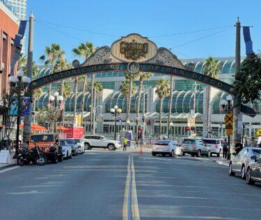 Gas_Lamp_Quarter_San_Diego_Pisces_Tourist